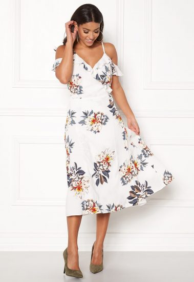 sommar-bubbleroom-vendela-frill-dress-white-floral